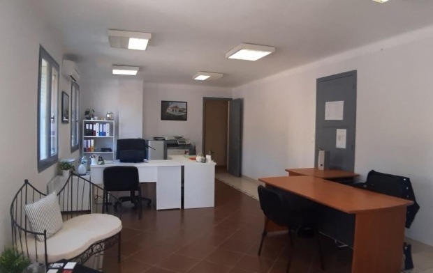 Annonces VALLEE DE LA CEZE Local / Bureau | GOUDARGUES (30630) | 120 m2 | 950 €